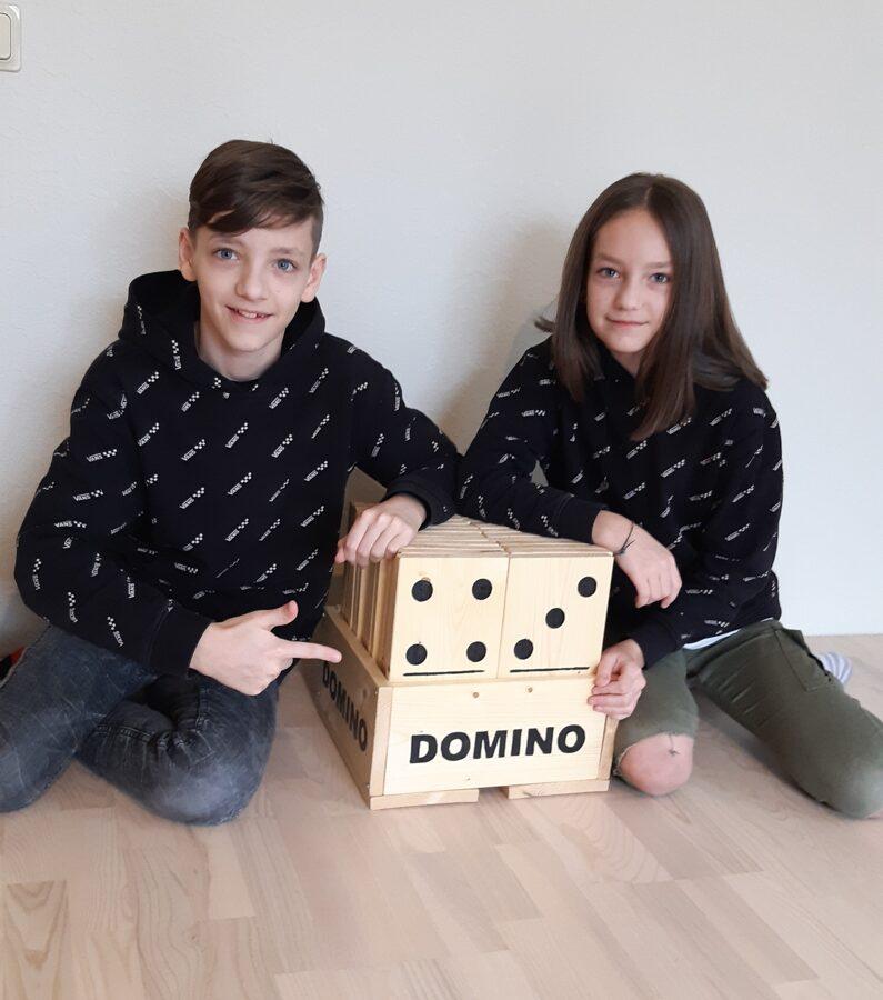 Bērnu izgatavots Domino